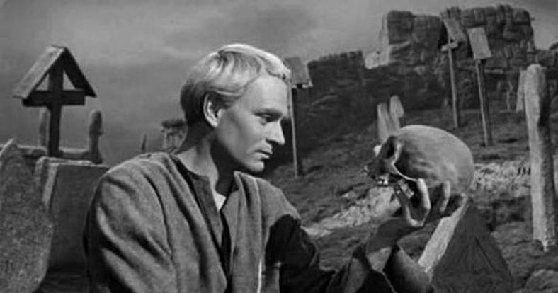 hamlet-Sir-Laurence-Olivier (2)