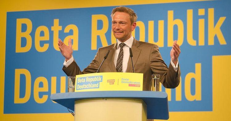 Christian_Lindner_auf_dem_Bundesparteitag_in_Berlin,_2016 (2)