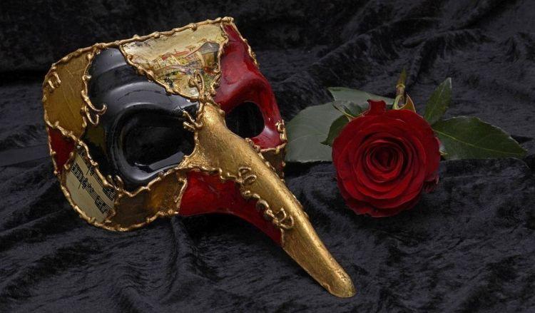 mask-2014556_960_720 (2)