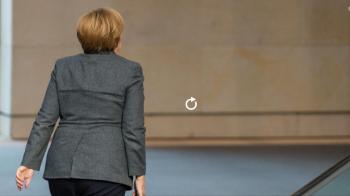 Wann geht sie endlich und warum halten noch immer so viele an Merkel fest?