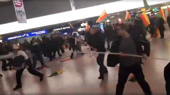 Massenschlägerei zwischen Türken und Kurden am Flughafen Hannover