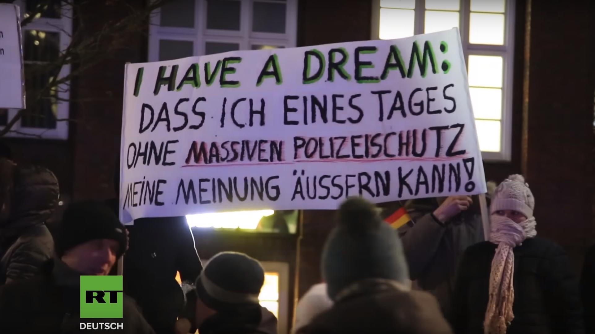 Hamburger Merkel Muss Weg Demo Staatsschutz Versucht Teilnehmer