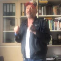 Oliver Flesch nach Konferenz der Freien Medien von zehn Linksextremen verprügelt