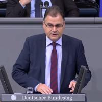 Jürgen Braun: Sofortige Abwahl von Claudia Roth als Vizepräsidentin ist zwingend