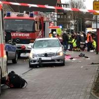 Volkmarsen: Autofahrer rast absichtlich in Rosenmontags-Zug, zig Verletzte