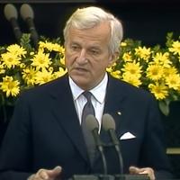 """Richard von Weizsäcker 1985: """"Der 8. Mai war ein Tag der Befreiung"""""""