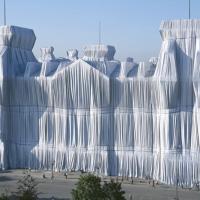 Der Zauber der Umhüllung: Christo, Jeanne-Claude und der Deutsche Reichstag