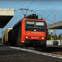 Karlsruher vor Zug gestoßen: Zwei Asylanten verhaftet