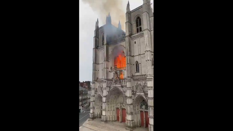 Kathedrale in Flammen