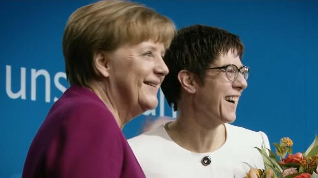 Merkel+AKK-2 (4)